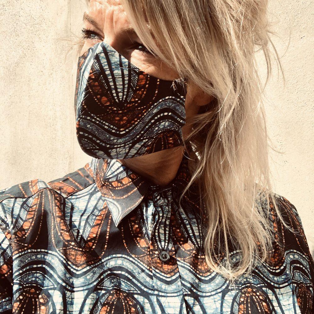 Face mask Waving Moves